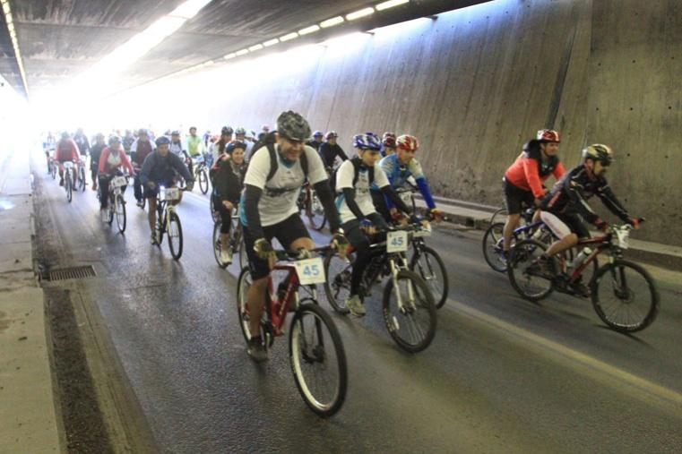 Más de 700 ciclistas participaron del cruce del Túnel Subfluvial