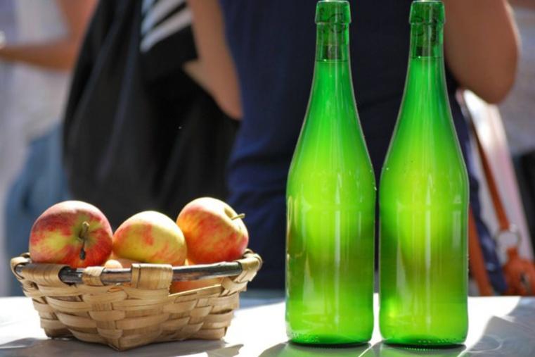 Proponen producir vinagre y alcohol con desechos de sidra