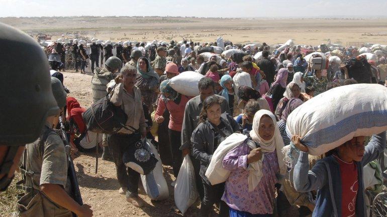 Nueva masacre de ISIS provoca una estampida: 45.000 kurdos huyeron a Turquía