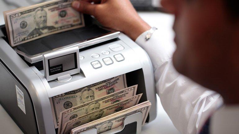 A pesar del aumento en las tasas, el dólar ahorro fue récord y el libre cerró cerca de $15