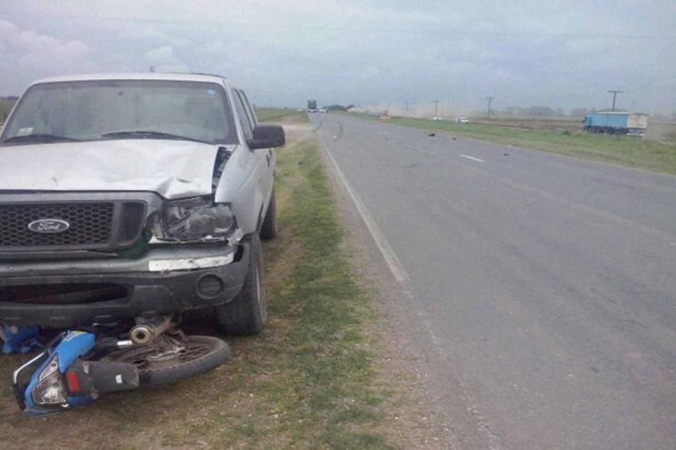 Una motociclista murió arrollada en un choque en Cañada Rosquín