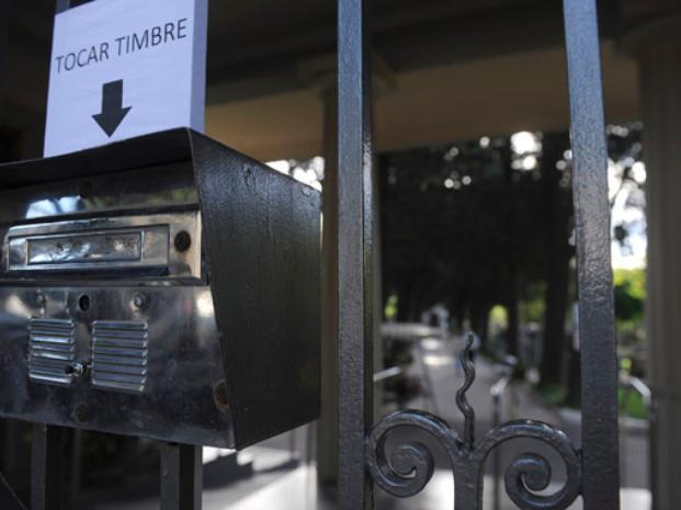 Disidentes: el cementerio en el que para entrar hay que tocar el portero eléctrico