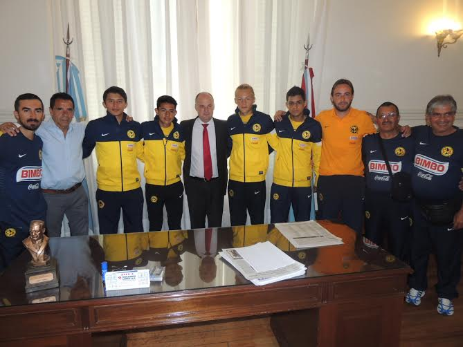 Henn recibió a los jugadores del Club América de México