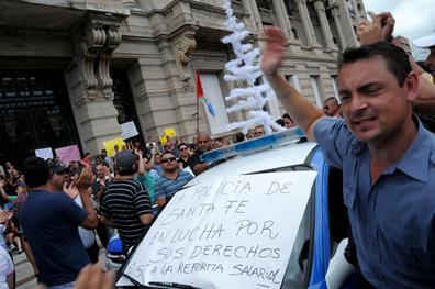 Alberto Martínez y cinco policías fueron citados por el alzamiento de Diciembre de 2013