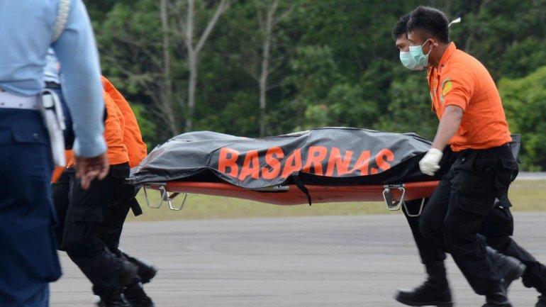 El gobierno indonesio confirmó el hallazgo del avión de AirAsia en el fondo del mar de Java