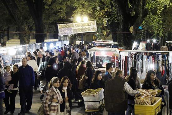 Artesanos de todo el país se reúnen en la Plaza Pueyrredón