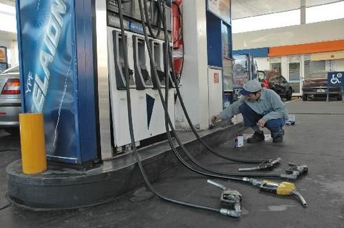 Los propietarios de estaciones de servicio alertan por la falta de combustible