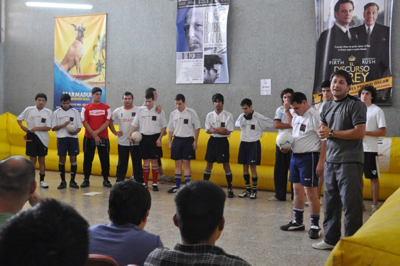 """""""Los Búhos"""" realizaron una demostración en la cárcel de Las Flores"""