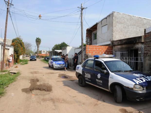 Un muerto, heridos, detenidos y casas incendiadas tras una gresca