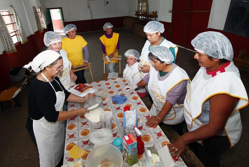 El Municipio dicta cursos de pastelería, repostería y panificación en los Solares