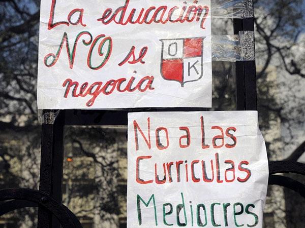 En cinco escuelas tomadas hubo destrozos y robos por 120.000 pesos