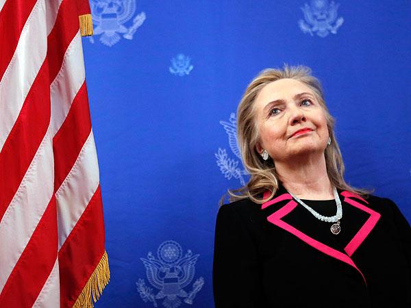 Hospitalizan a Hillary Clinton por un coágulo sanguíneo