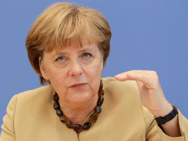 Merkel anticipa una economía 'más difícil' en 2013