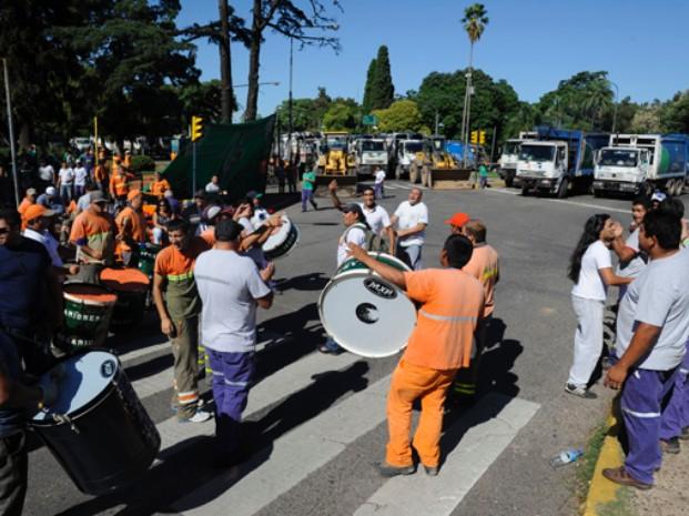 Luego de una mañana de protestas, se levantó el paro de los recolectores de residuos