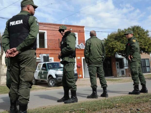 Barrio 17 de Agosto: secuestran droga, autos, armas y detienen a 5 personas