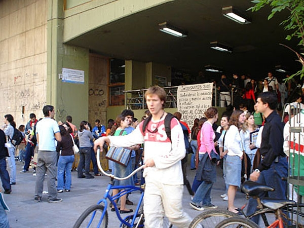 El Estado invierte 200 mil pesos por año en cada graduado universitario