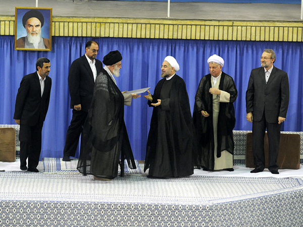 Alí Khamenei puso en funciones a Hasan Rohani como presidente iraní