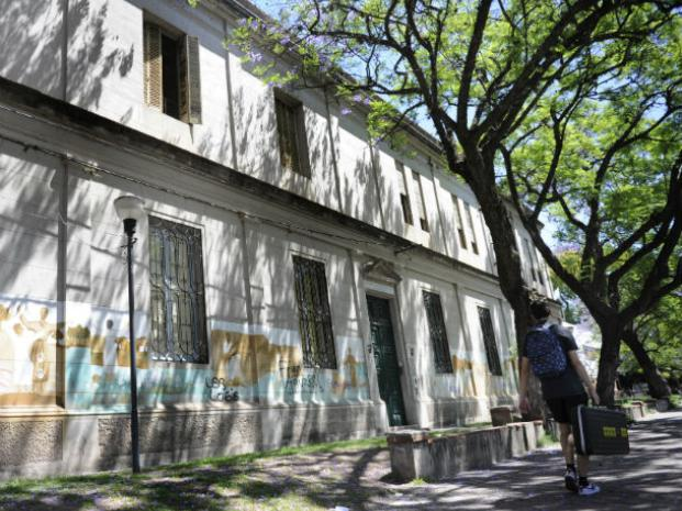 Una pandilla asaltó a un grupo de alumnos que festejaba el fin de curso