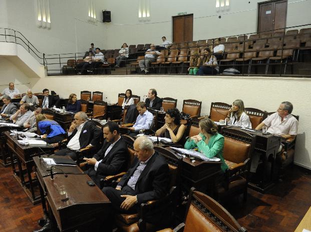 Desde el Concejo denunciaron que la Municipalidad realizó cuatro contrataciones de empresas