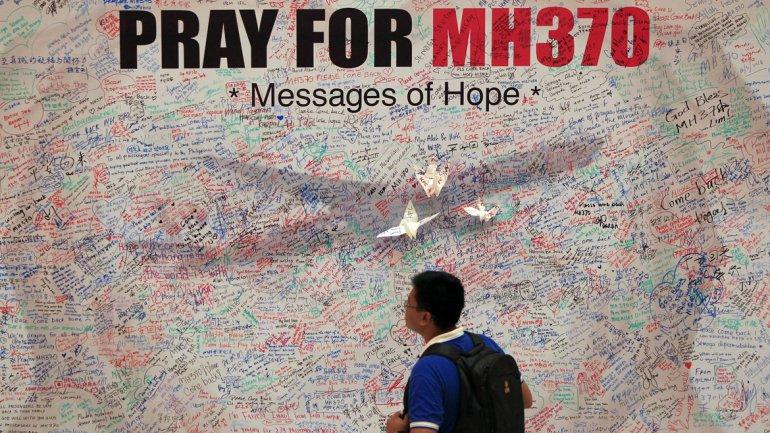 Malasia reactiva la hipótesis del secuestro del avión y vuelve a investigar a los pasajeros