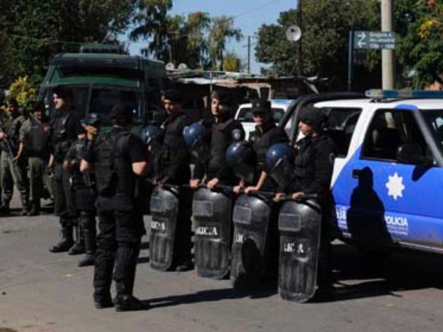 Inusual despliegue de fuerzas de seguridad para una decena de allanamientos en la zona sur
