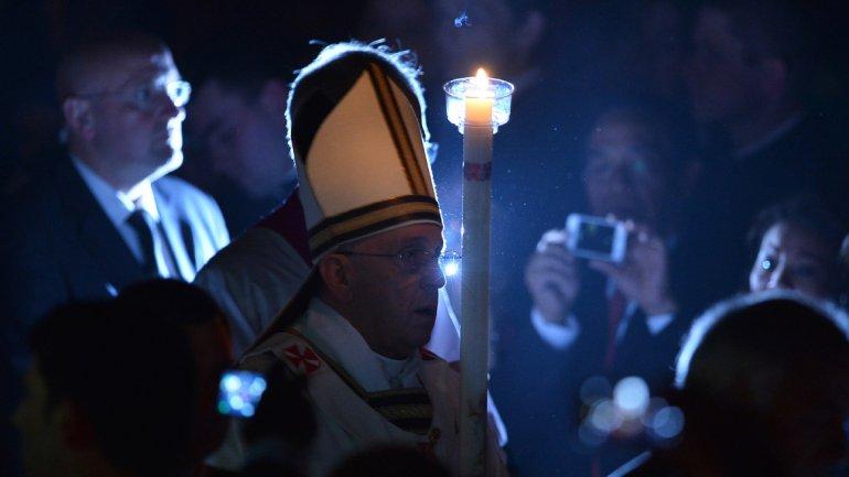 El Papa Francisco encabezó la Vigilia Pascual