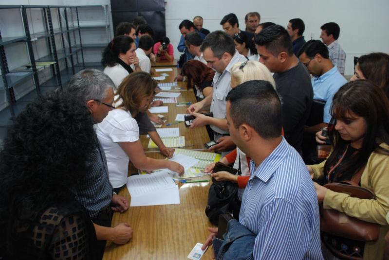 Más de 21 mil policías y penitenciarios eligen delegados para discutir condiciones laborales en una mesa provincial